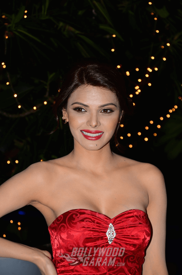 sherlyn-chopra-bright-beauty-contest2-1