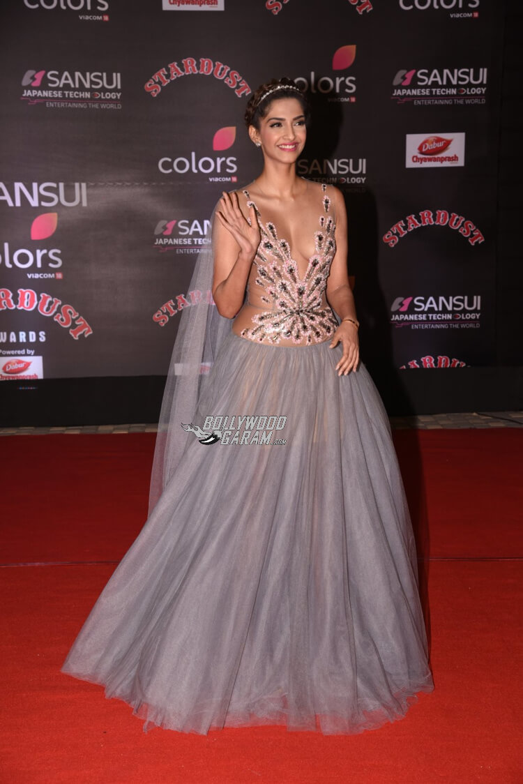 stardust-awards-sonamkapoor-award