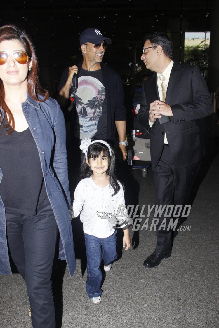airport-fashion-akshay-kumar-with-family