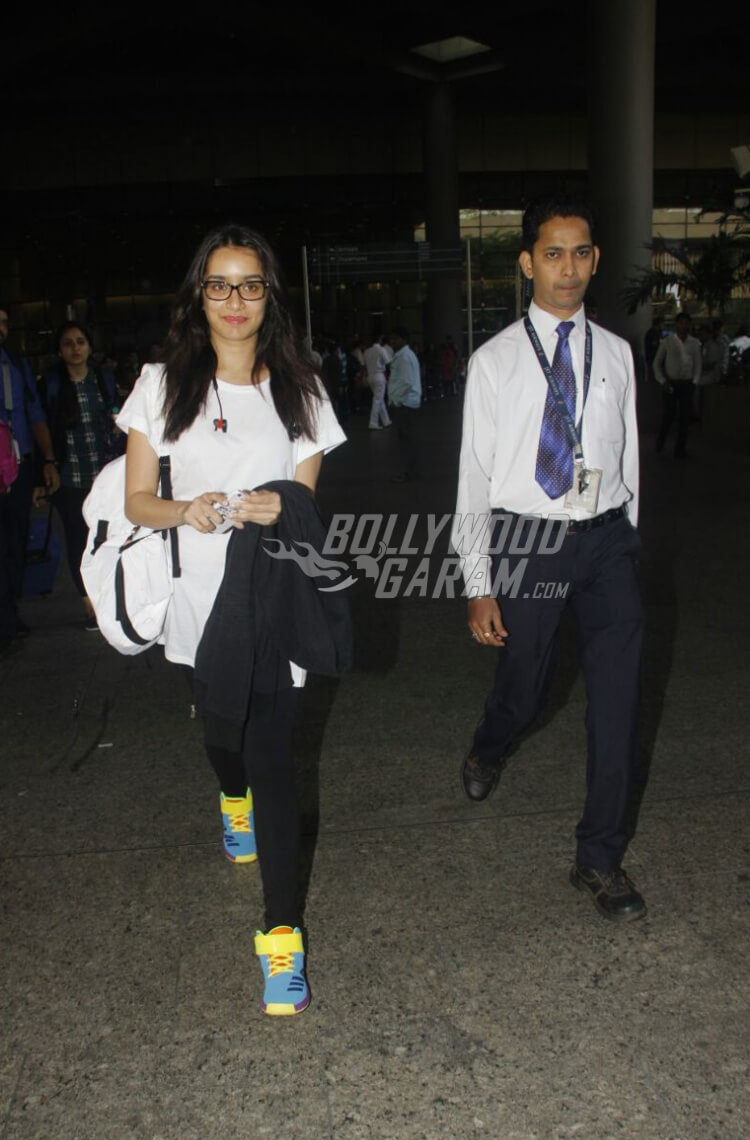 Airport-Fashion-shraddha-Kapoor-23