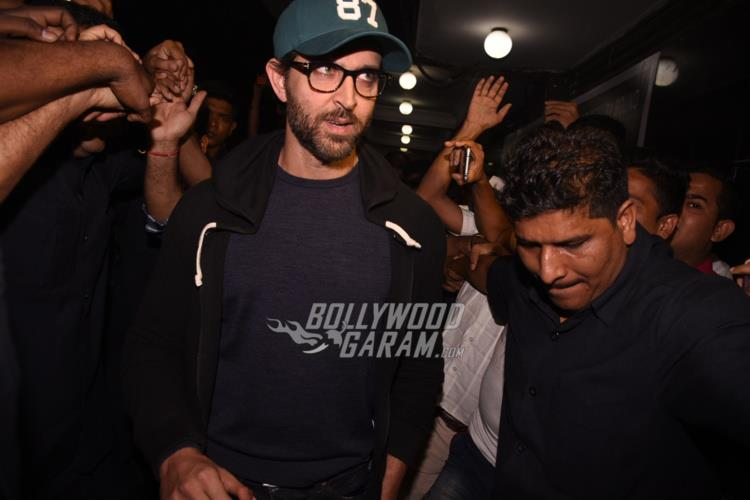 Hrithik visits local theatre1