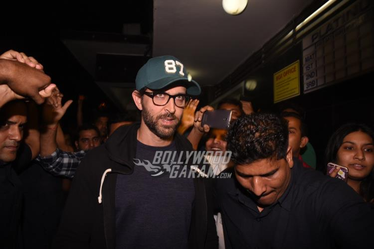 Hrithik visits local theatre2