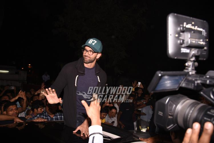 Hrithik visits local theatre3
