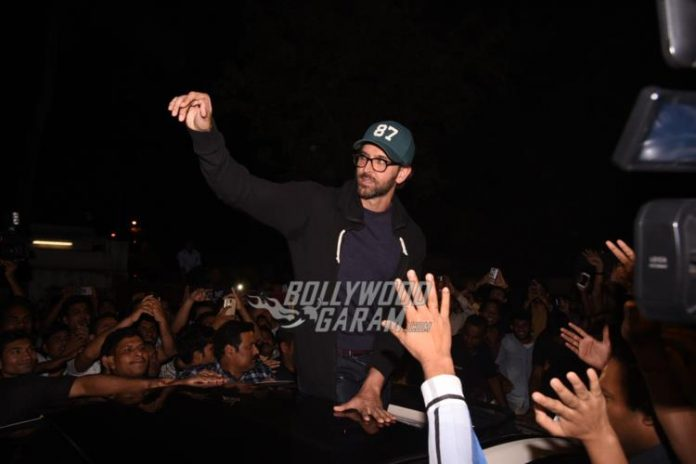 Hrithik visits local theatre4