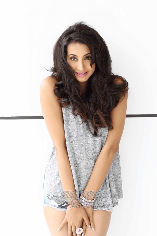 Sanjjana-Galrani-Photoshoot-Jan-15