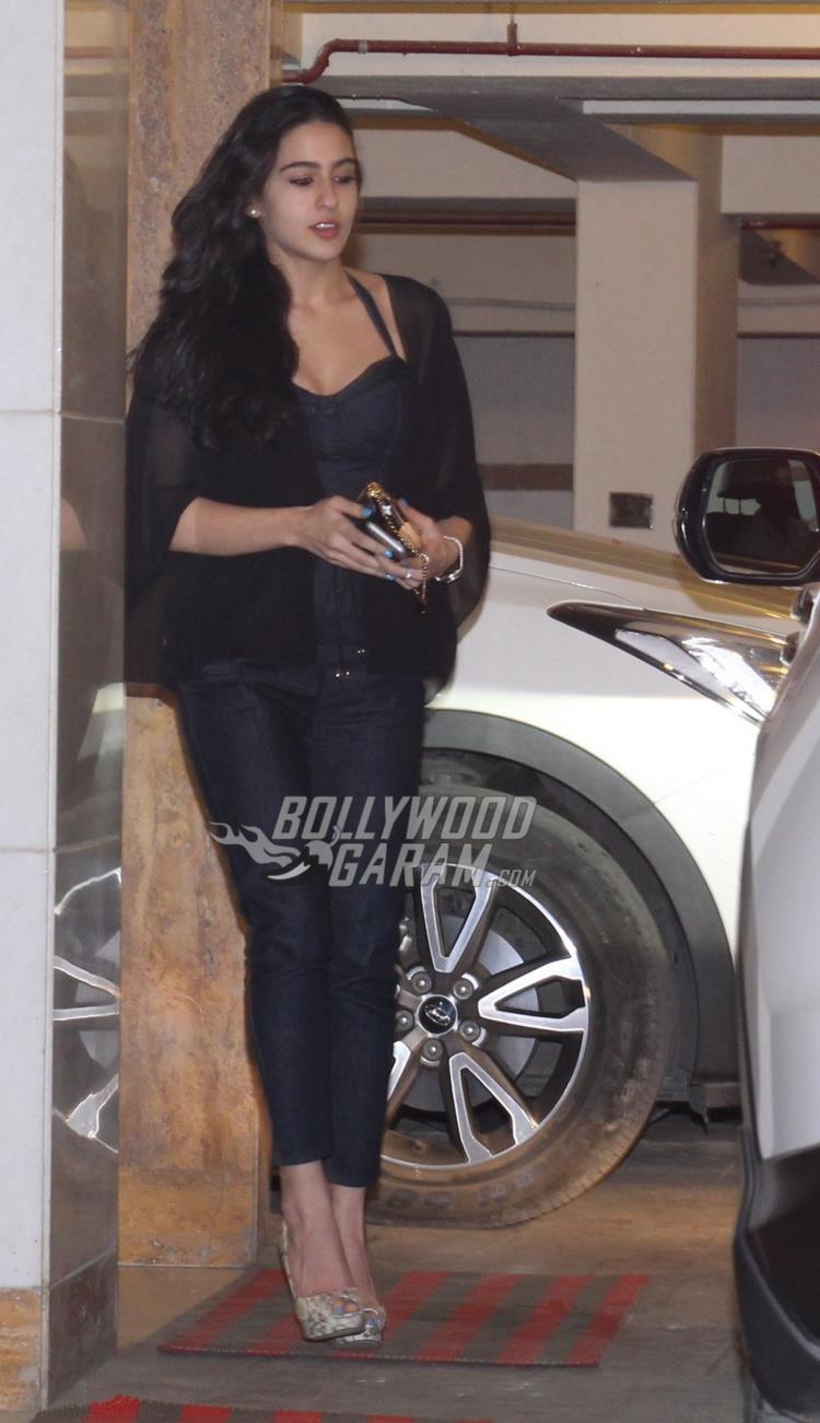 Sara Ali Khan visits Kareena Kapoor