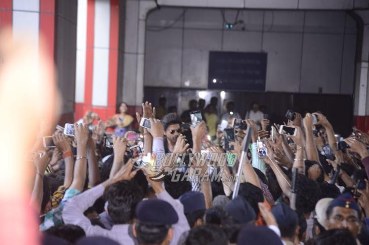 Shahrukh Khan at Mumbai Central Station