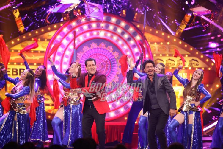 Shahrukh Khan and Salman Khan perform at Bigg Boss