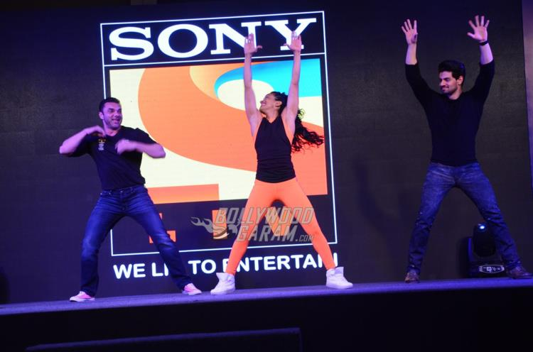 Sohail Khan and Sooraj Pancholi shake a leg on stage