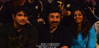 Sunny Deol cheers Punjab Royals team at Pro-Wrestling season 2