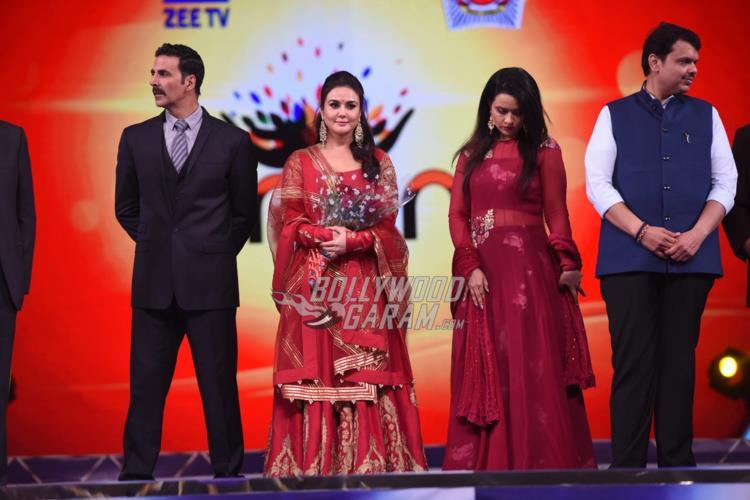 Akshay Kumar and Preity Zinta at Umang 2017