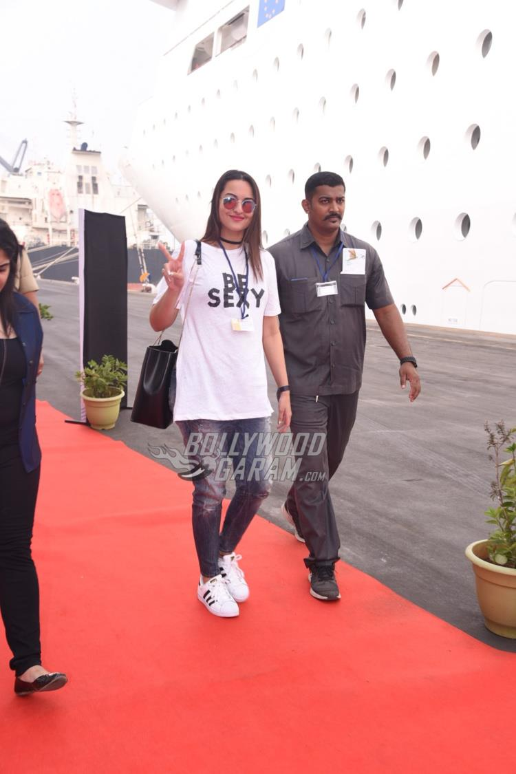 Sonakshi Sinha arrives at LFW venue