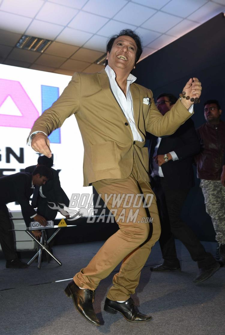 Govinda shows of his killer moves at Aa Gaya Hero promotions in Delhi