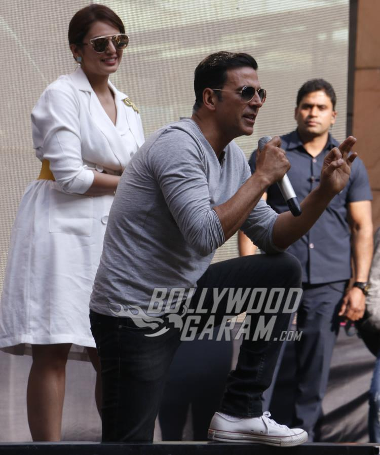 Akshay Kumar and Huma Qureshi interact with the crowd during Jolly LLB 2 promotions at Amity University Noida