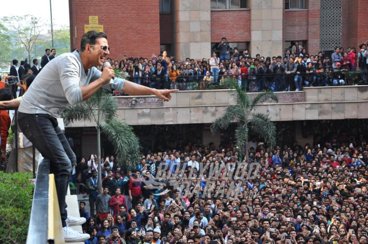 Akshay Kumar interacts with crowd during Jolly LLB 2 promotions at Amity University Noida