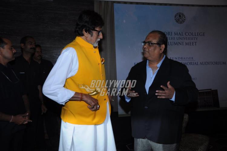 Amitabh Bachchan in conversation with Satish Kaushik at Kirori Mal College Alumni meet