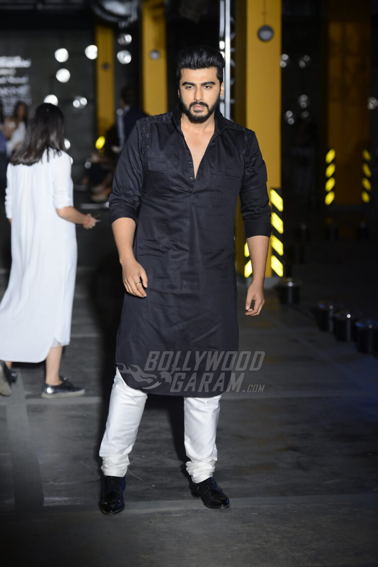 Arjun-Kapoor-Kunal-Rawal-Lakme-Fashion-Week-20170