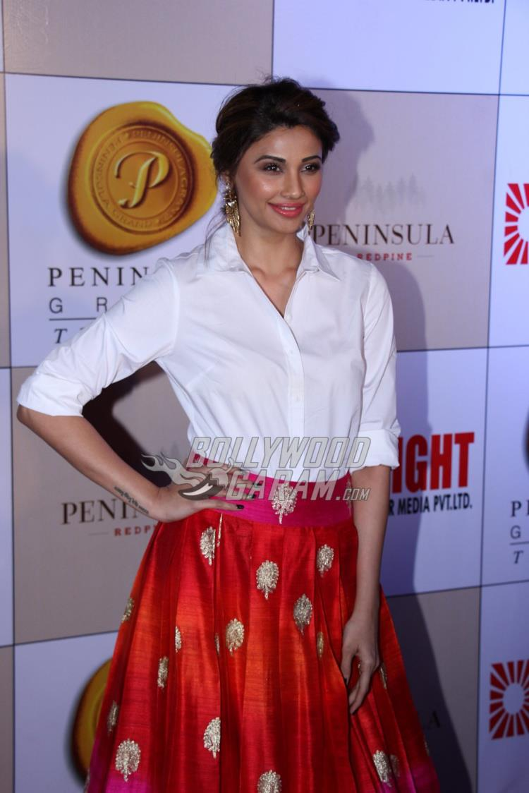 Daisy Shah all smiles at Bright Awards 2017
