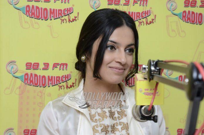 Divya-Khosla-Kumar-Radio-Mirchi-Photos-2