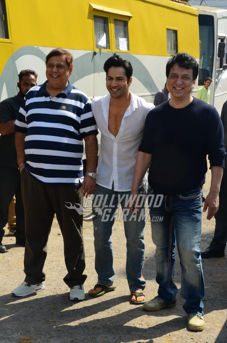 David Dhawan, Varun Dhawan and Sajid Nadiadwala smile for shutterbugs at Judwaa 2 PC