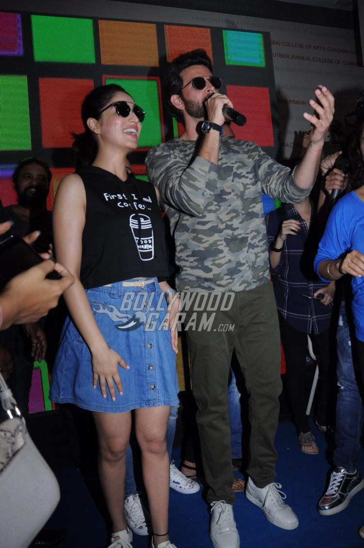 Yami Gautam and Hrithik Roshan promote Kaabil at Mithibai College