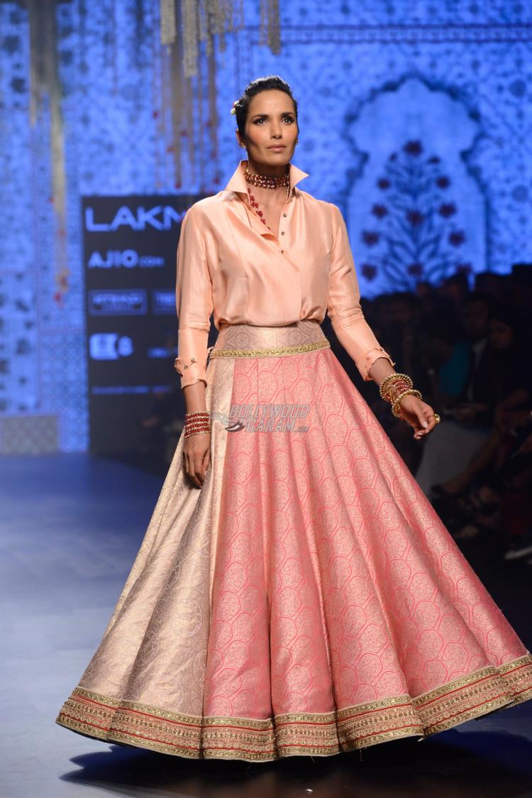 Padma Lakshmi walks the ramp for Tarun Tahiliani at LFW Summer/Resort 2017