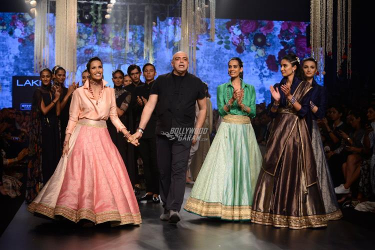Padma Lakshmi and Tarun Tahiliani on the ramp at LFW Summer/Resort 2017