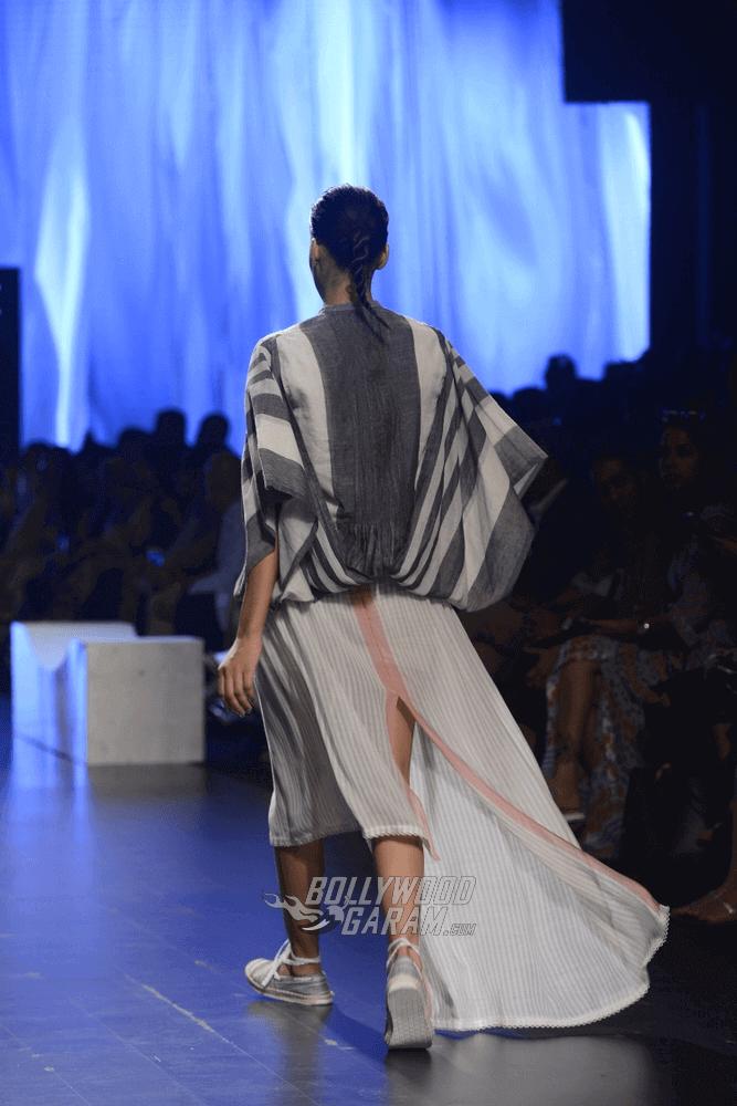 Lakme-fashion-week-2017-Soumodeep-Dutta-Collection-14 (1) (1) (1)