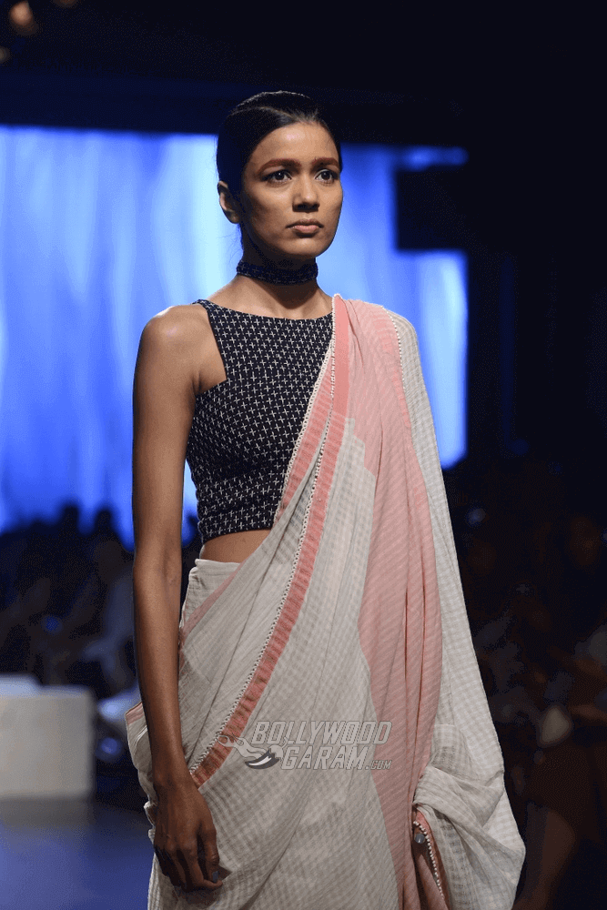 Lakme-fashion-week-2017-Soumodeep-Dutta-Collection-21 (1) (1) (1) (1)
