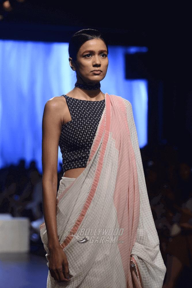 Lakme-fashion-week-2017-Soumodeep-Dutta-Collection-21 (1) (1) (1) (1)