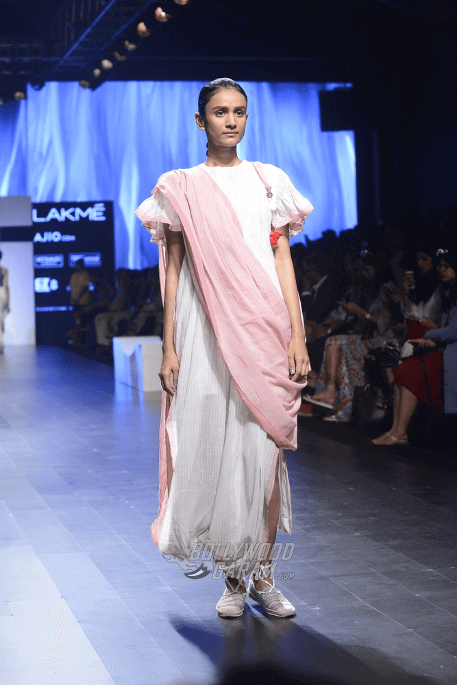Lakme-fashion-week-2017-Soumodeep-Dutta-Collection-23 (1) (1)