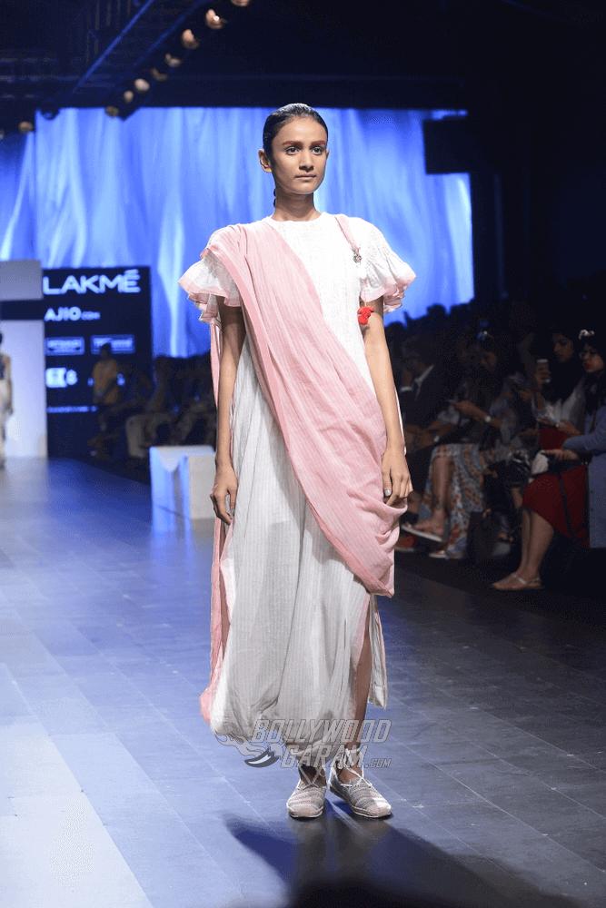 Lakme-fashion-week-2017-Soumodeep-Dutta-Collection-23 (1) (1)