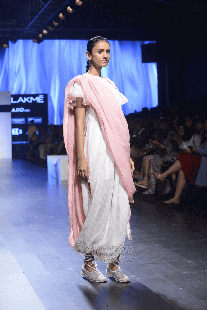 Lakme-fashion-week-2017-Soumodeep-Dutta-Collection-24 (1) (1)