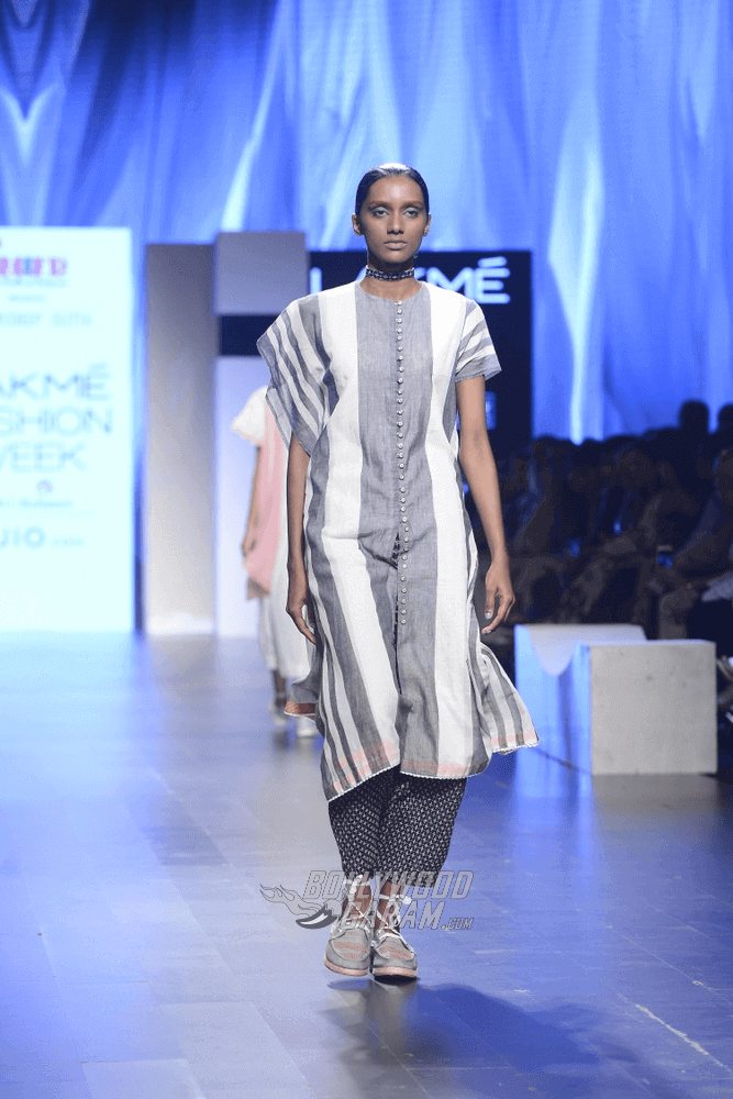 Lakme-fashion-week-2017-Soumodeep-Dutta-Collection-27 (1) (1) (1) (1)
