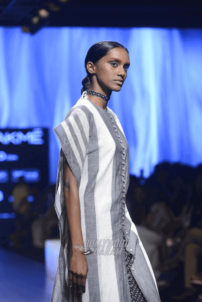 Lakme-fashion-week-2017-Soumodeep-Dutta-Collection-30 (1) (1) (1)