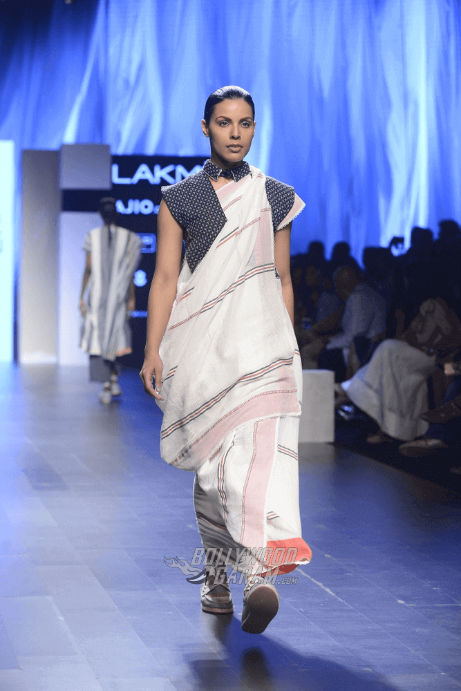 Lakme-fashion-week-2017-Soumodeep-Dutta-Collection-31 (1) (1) (1) (1)