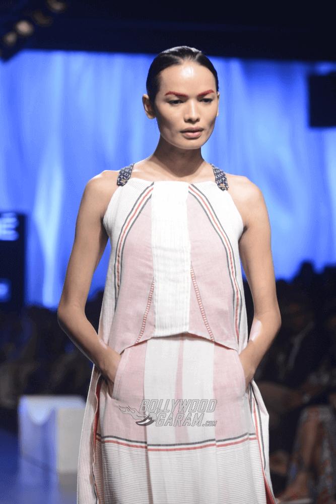 Lakme-fashion-week-2017-Soumodeep-Dutta-Collection-45 (1)