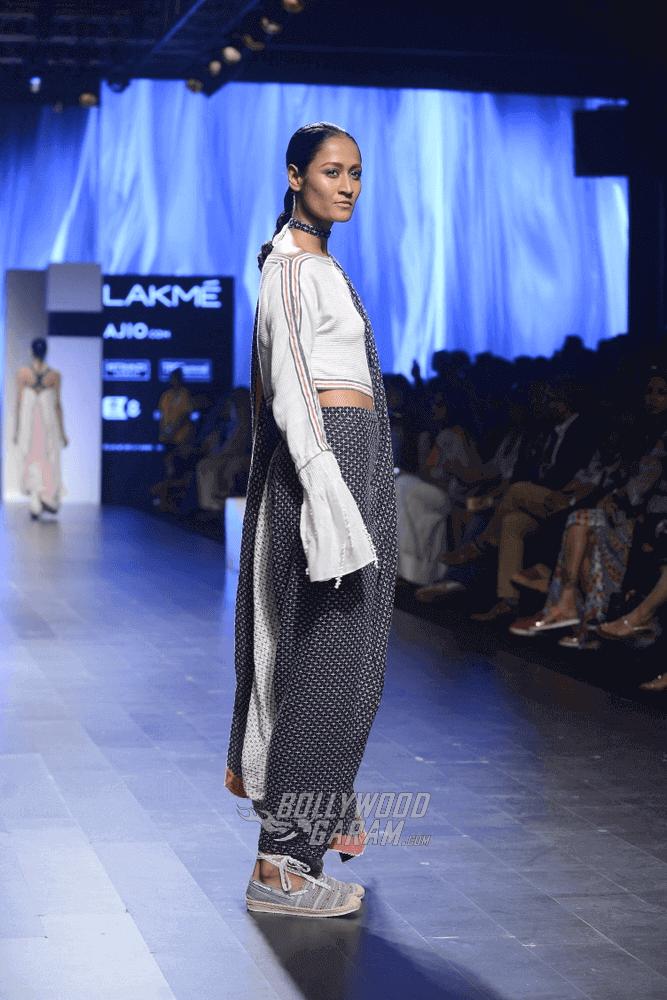 Lakme-fashion-week-2017-Soumodeep-Dutta-Collection-56 (1) (1) (1) (1) (1)