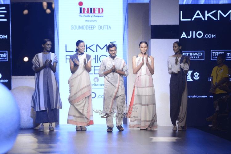 Lakme-fashion-week-2017-Soumodeep-Dutta-Collection-66
