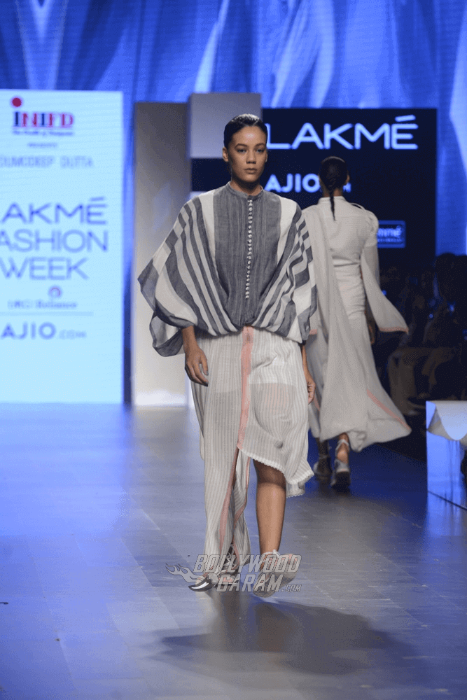 Lakme-fashion-week-2017-Soumodeep-Dutta-Collection-9 (1) (1) (1)