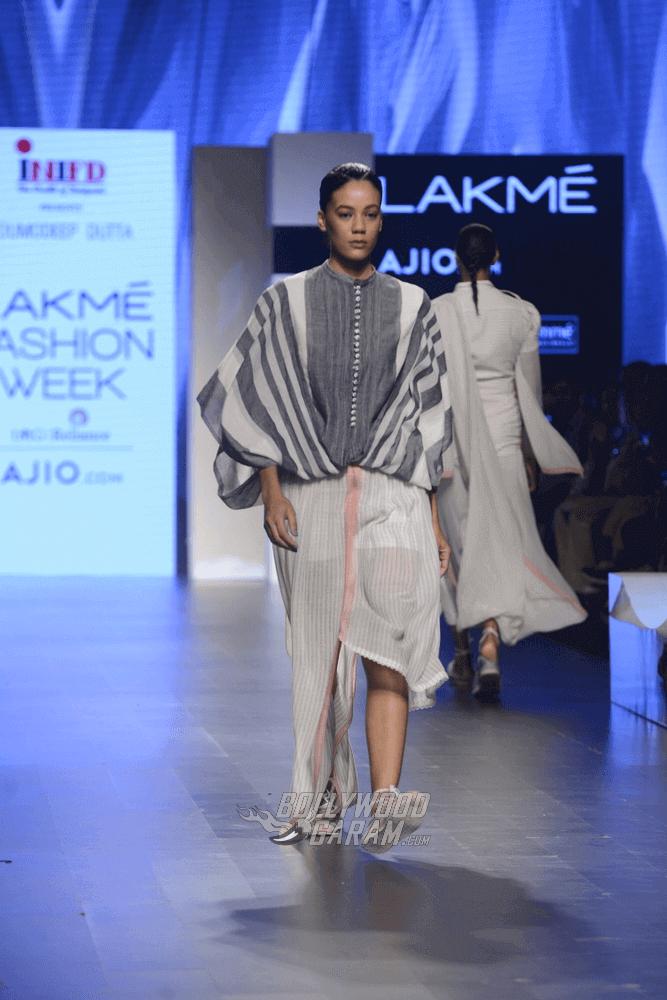 Lakme-fashion-week-2017-Soumodeep-Dutta-Collection-9 (1) (1) (1)