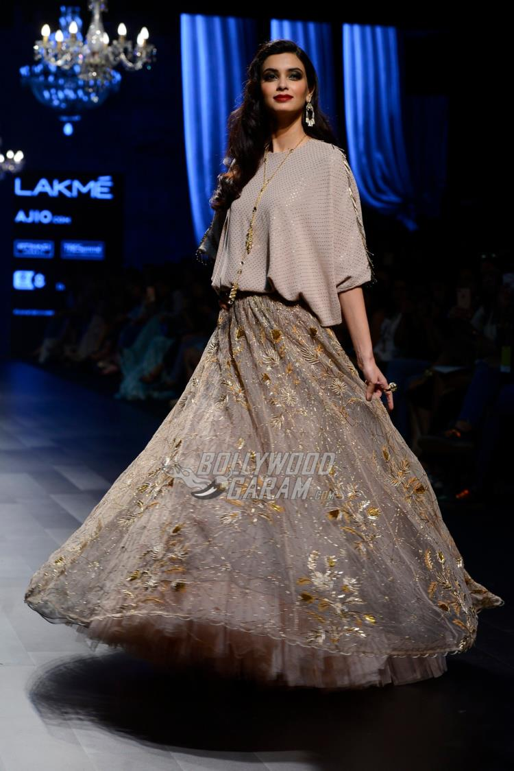 Diana Penty walks the ramp for Payal Singhal at LFW Summer/Resort 2017