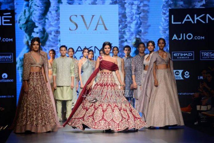 Lakme fashion week SOnam paras11