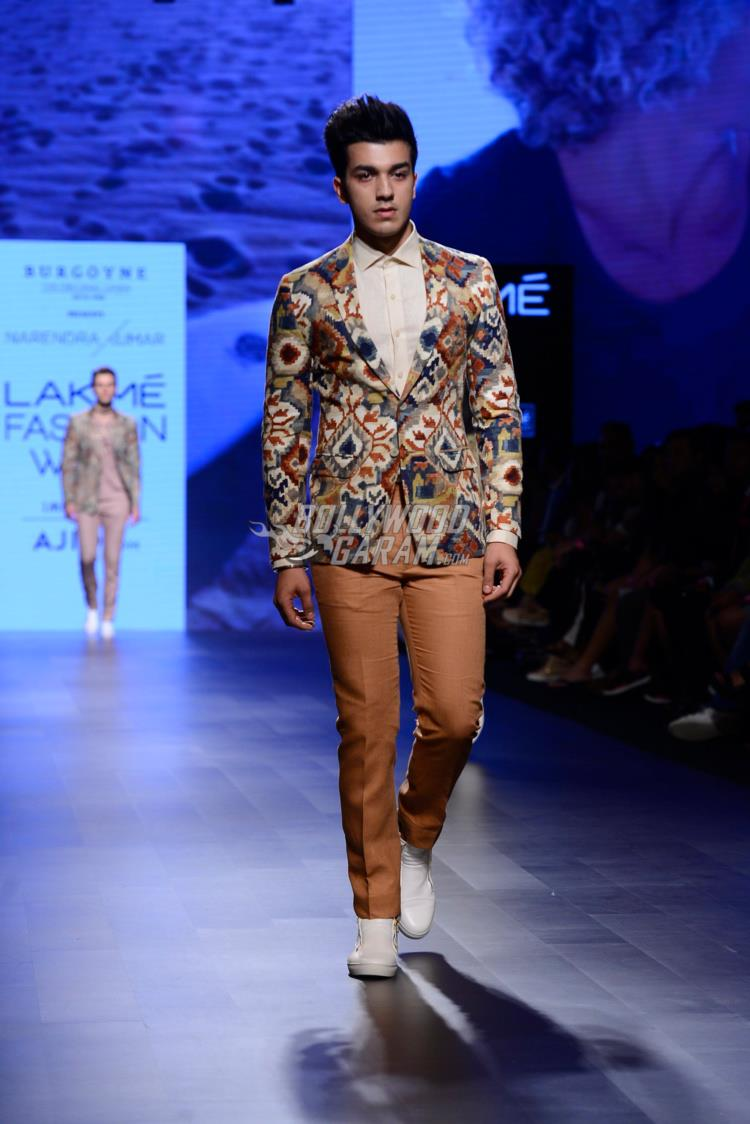 Model Walks the ramp for Narendra Kumar at LFW Summer/Resort 2017