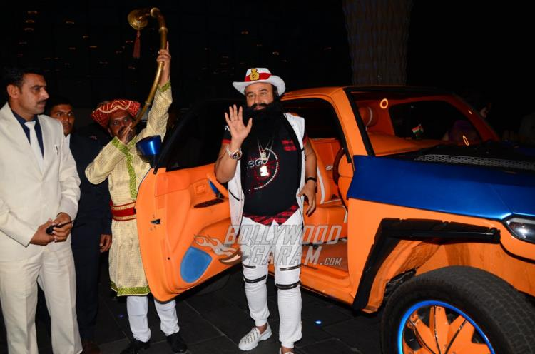 zgurmeet Ram Rahim Singh makes a grand entry at MSG 4 premiere