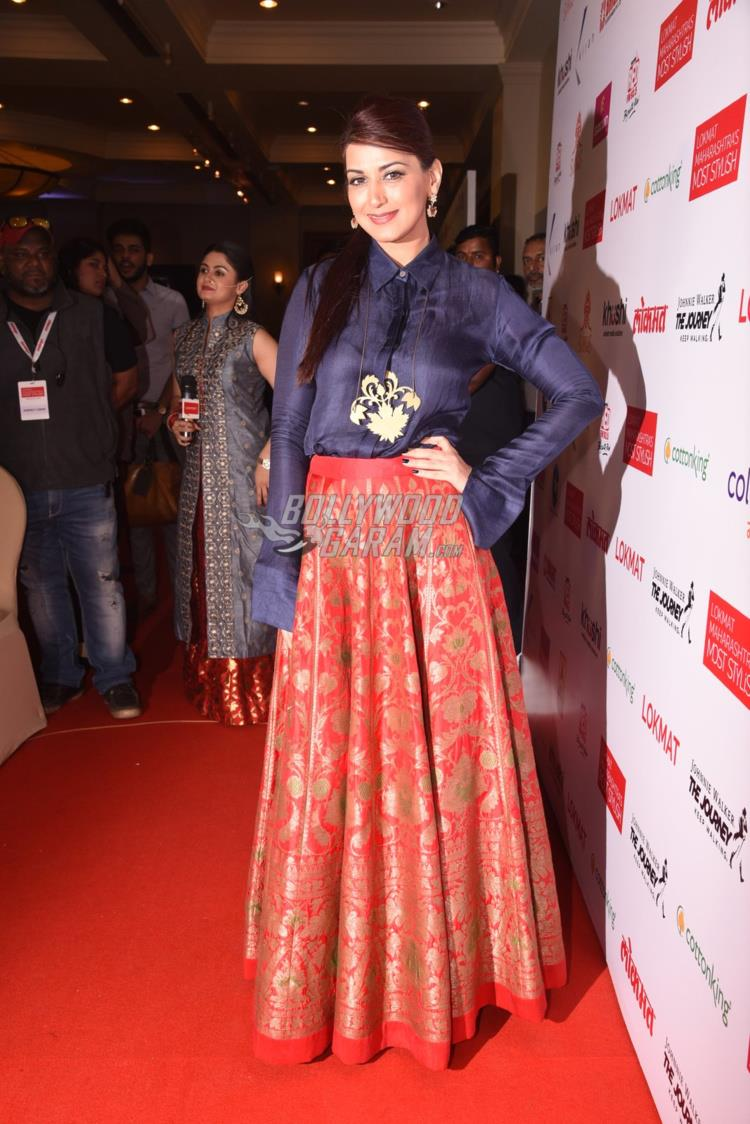 Sonali Bendre at Maharashtra's Most Stylish Awards red carpet