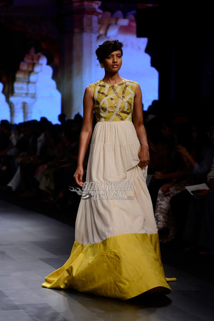 Model walks the ramp for Divya Reddy at LFW Summer/Resort 2017