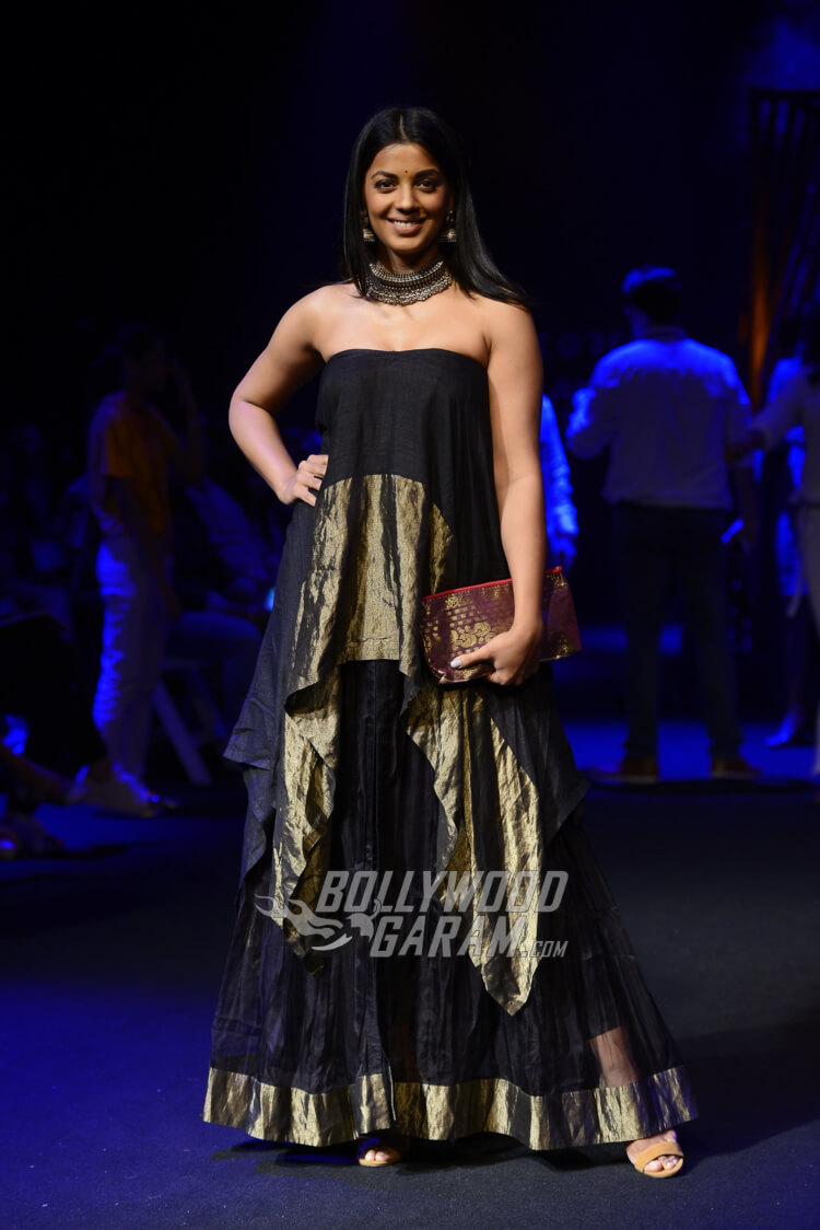 Mekhela-Chador-Sanjukta-Dutta-Lakme-Fashion-Week-2017-Mugdha-Godse-1