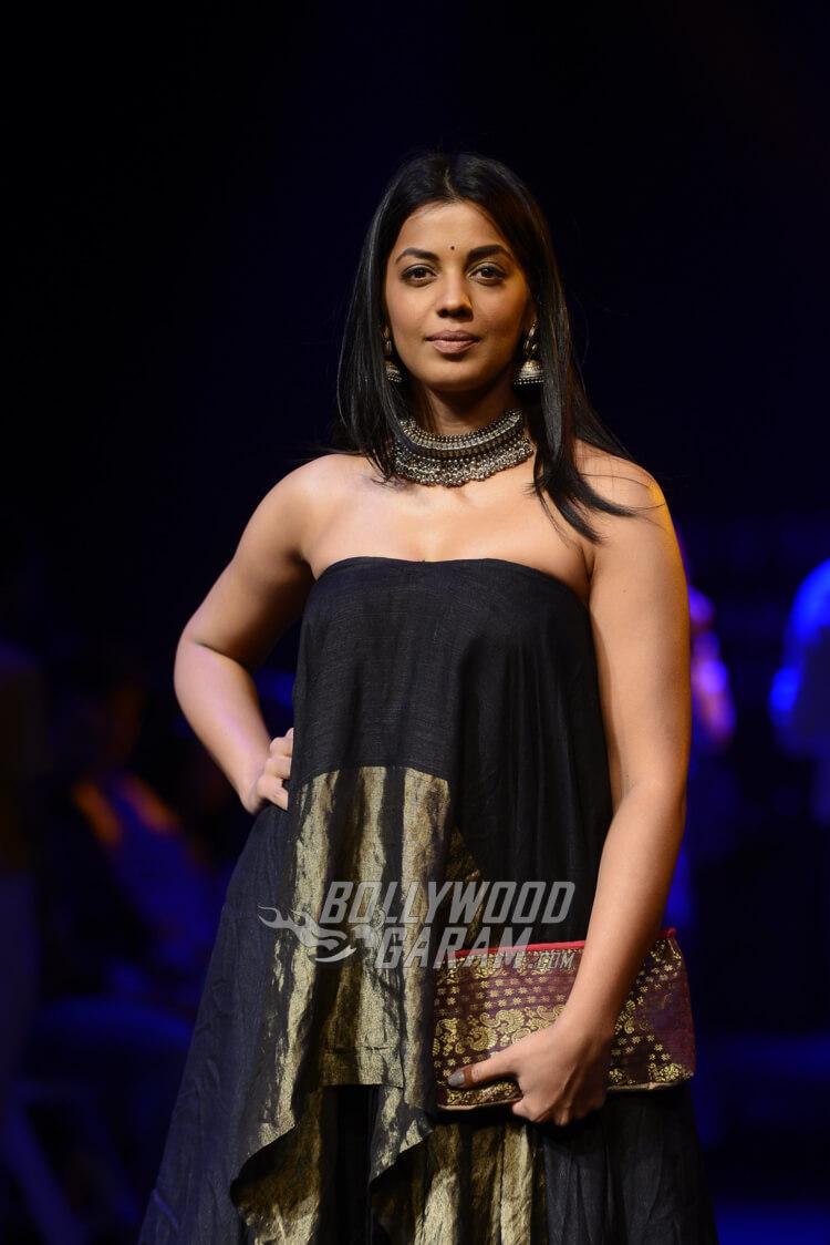 Mekhela-Chador-Sanjukta-Dutta-Lakme-Fashion-Week-2017-Mugdha-Godse-2