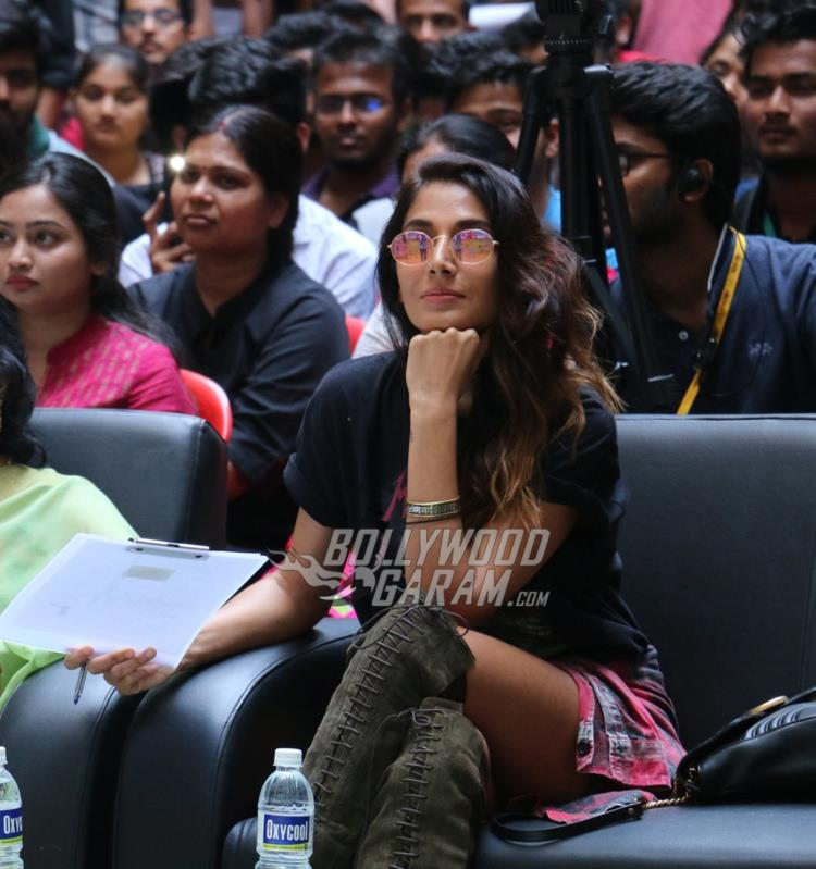 Monica Dogra at college Fest